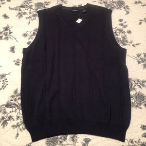 Men's Van Heusen V-neck sweater vest NWT